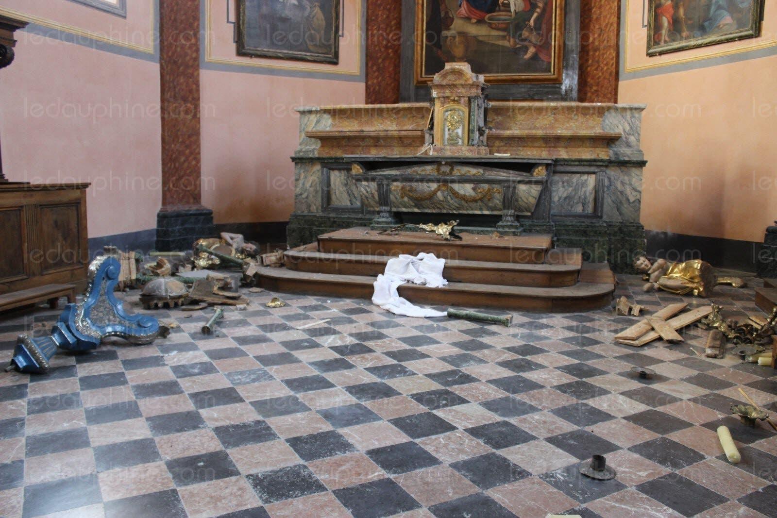 Pour les juges jeter un crucifix et uriner dessus dans une église n'est pas une profanation Photo-le-dl-a-c