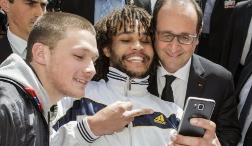 Et un doigt d'honneur pour François Hollande, un !
