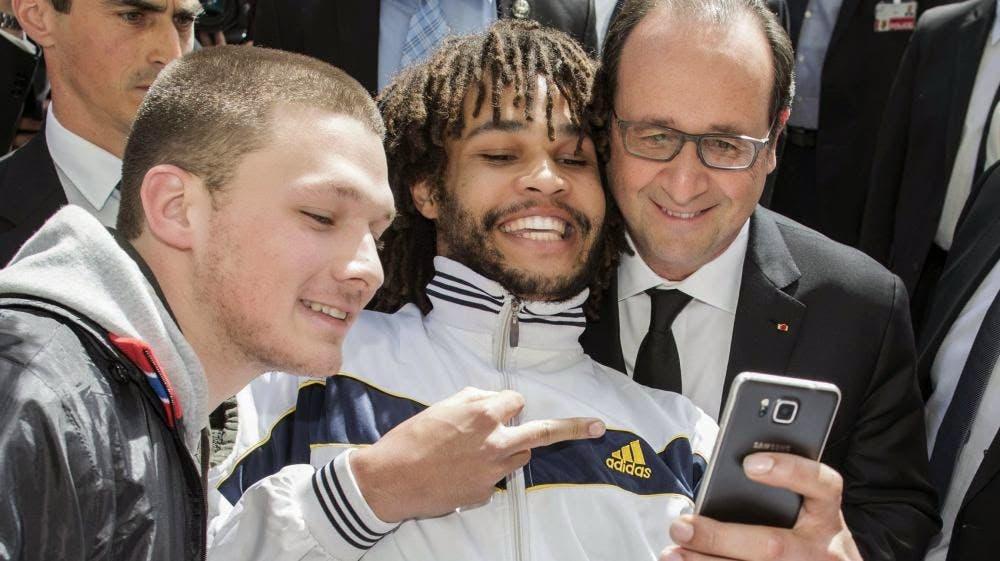 blog -doigt d honneur de metis a Hollande a Berne suisse-15avril2015