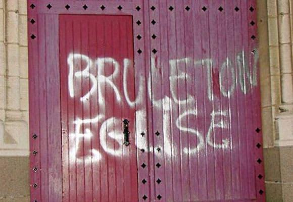 brule_ton_eglise (1)