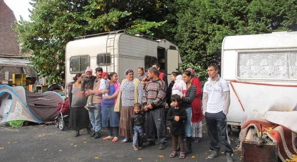 la caf donne jusqu 1800 d allocation aux roms afin de s acheter une caravane la gauche m. Black Bedroom Furniture Sets. Home Design Ideas