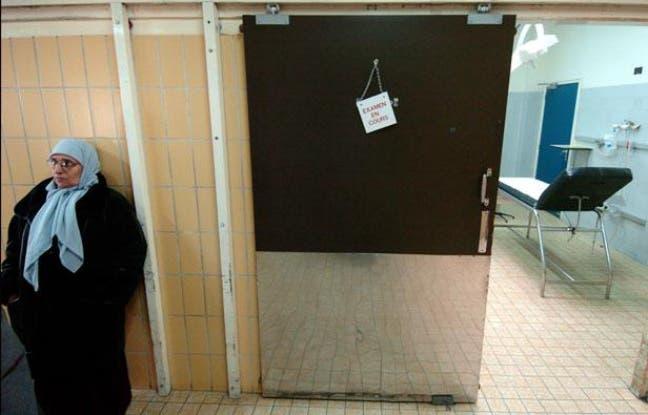 648x415_femme-confession-musulmane-voilee-patiente-couloir-10-fevrier-2004-service-urgences-hopital-edouard-herriot-a-lyon