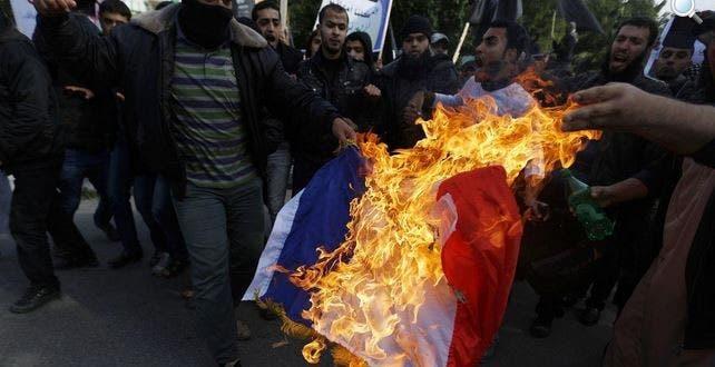 drapeau français brûlé2
