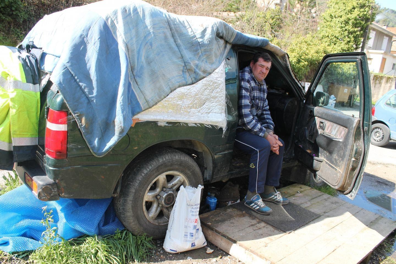 pascal travailleur handicap vit depuis 3 ans dans sa voiture les migrants eux ont de belles. Black Bedroom Furniture Sets. Home Design Ideas
