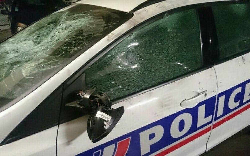 policiers caillassés