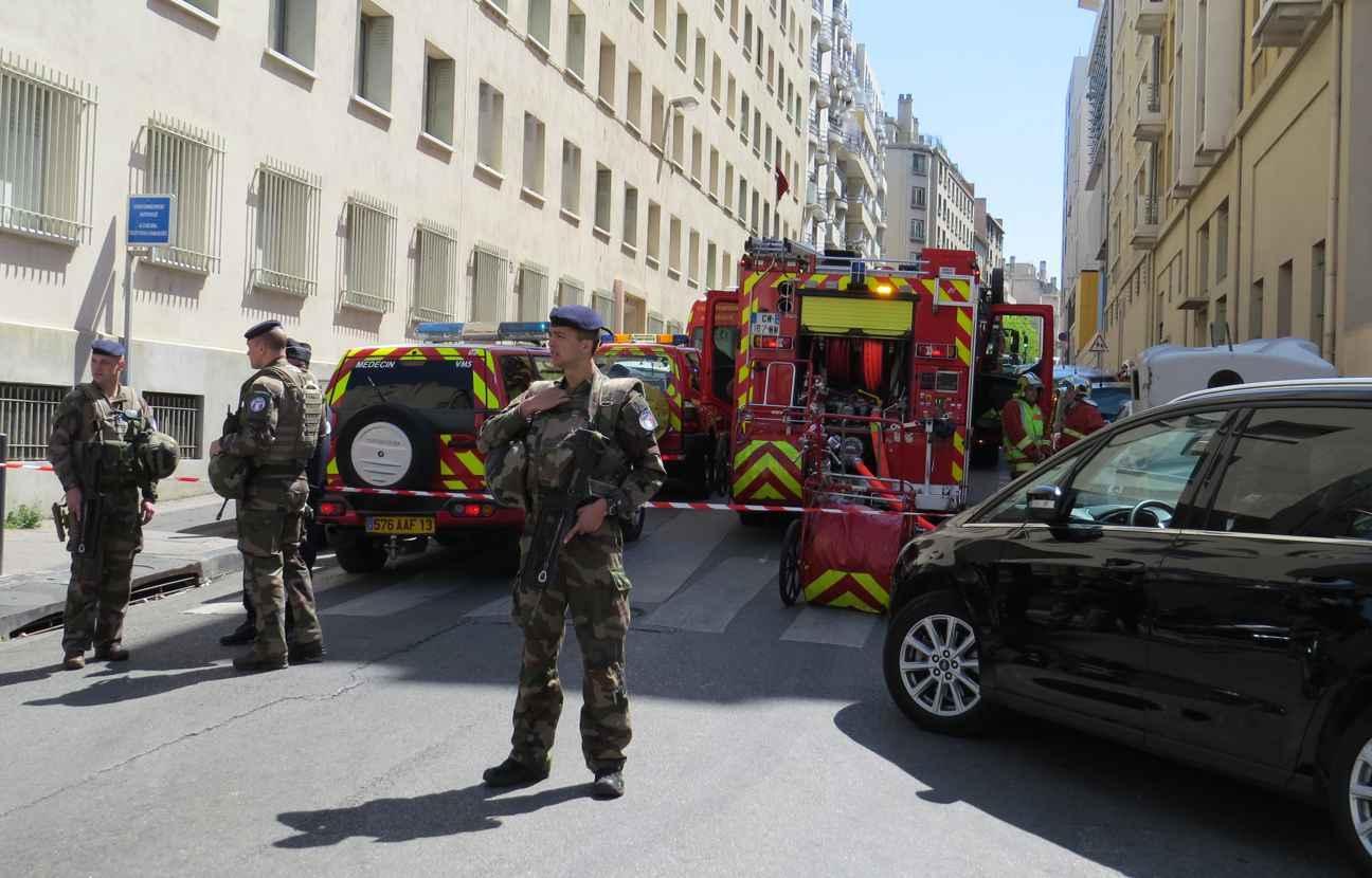 militaires-devant-devant-immeuble-o-lieu-perquisition-cadre-enquete-anti-terroriste-mardi-18-avril-marseille