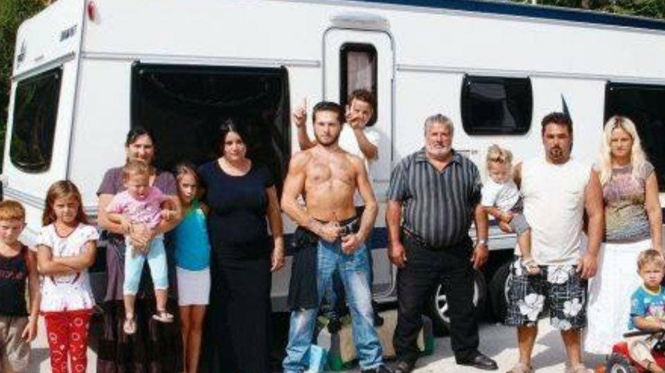 Extrêmement 12 personnes d'une famille des gens du voyage a escroqué la CAF  UZ23