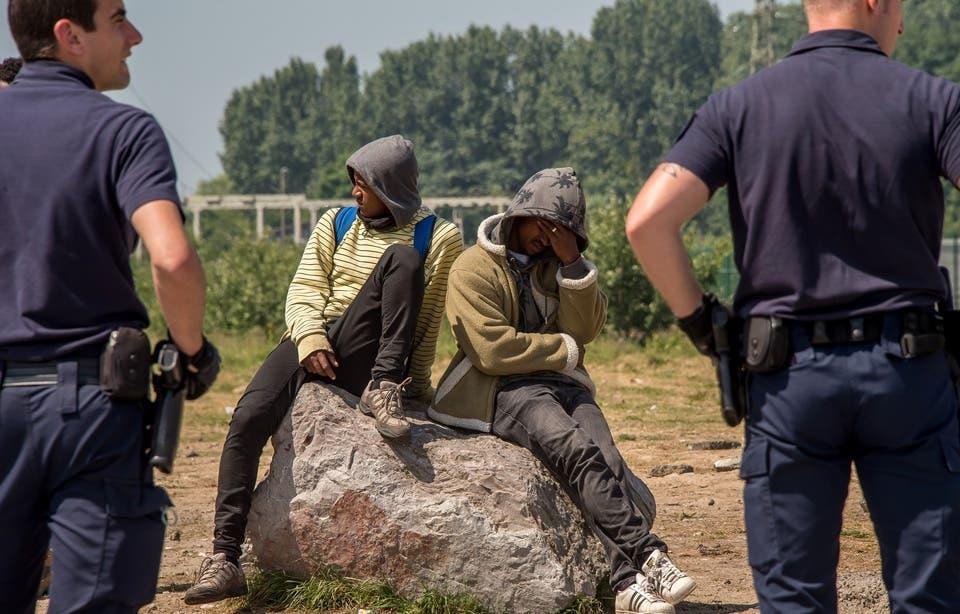 policiers migrants