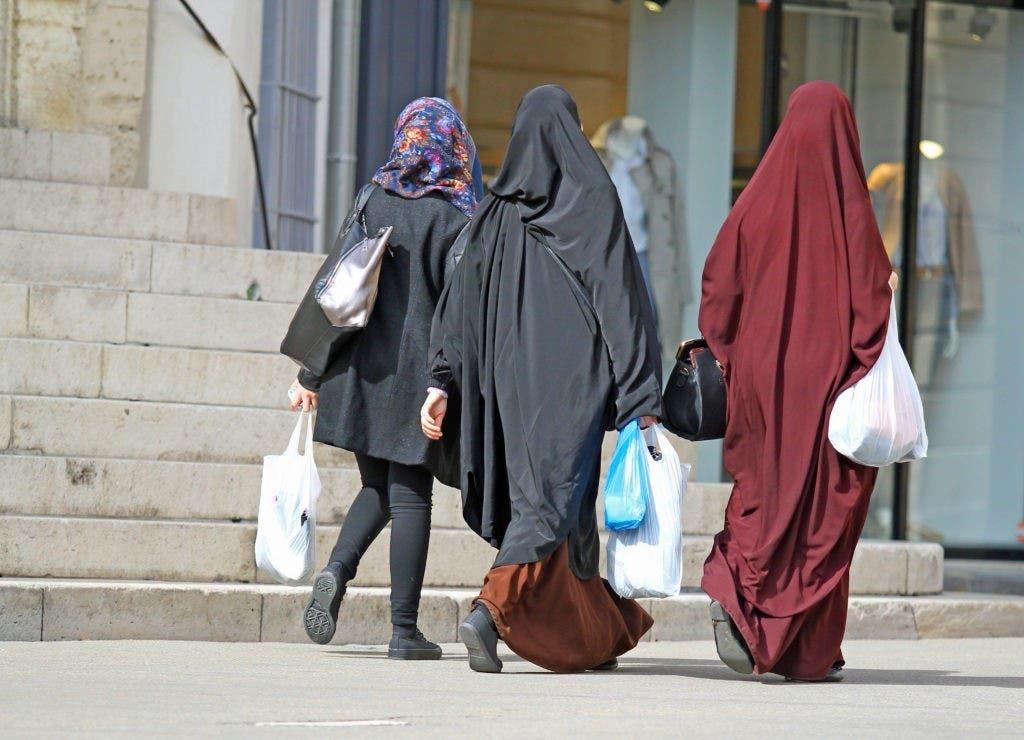 femmes-voilées-courses-rue-e1516030999930-1024x740